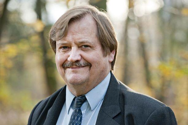 Tohtori, vakuutusmatemaatikko Olli Pusa arvioi, että Vauramon lisäeläke verotetaan vasta eläkkeellä, mutta Finnair vähentää maksut kuluina jo nyt.