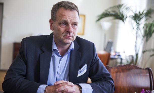 Jan Vapaavuori pelaa kovaa peliä hallitusta vastaan, vaikka siellä istuu hänen oma puolueensa kokoomus.