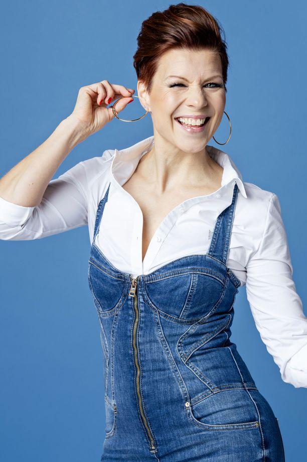 Heidi Kyrö tekee töitä myös radiojuontajana ja laulunopettajana.