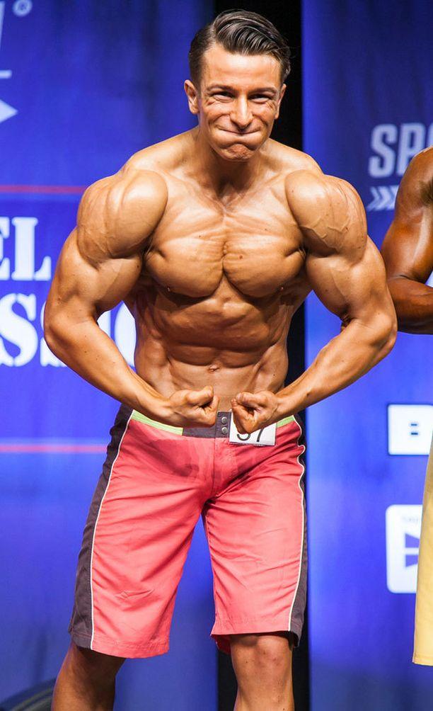 Alexandros Staboulis voitti Men's physique -sarjan yli 178-senttisten kisan.