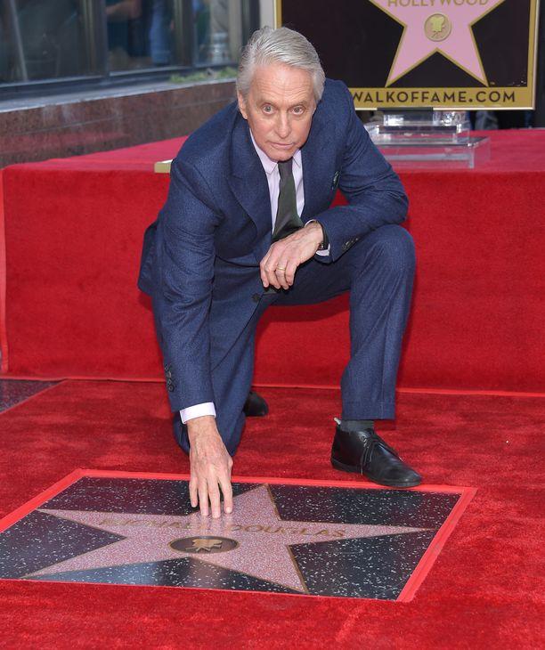 Michael Douglasin nimikkotähti Walk of Famella paljastettiin tiistaina