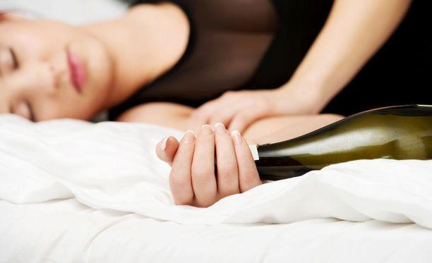 Peruskoulun yhdeksäsluokkalaisista noin neljännes on raittiita ja yhä harvempi juo itsensä humalaan.