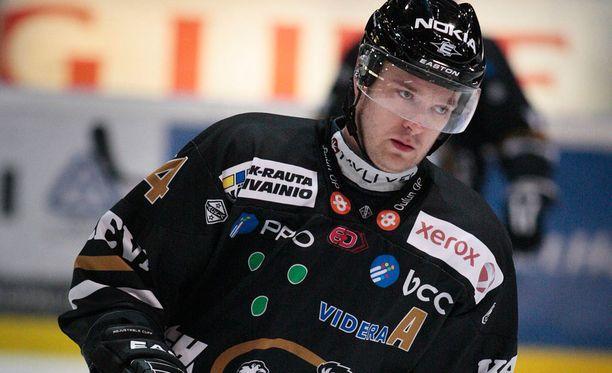 Jari Viuhkola pelasi pitkän ja upean uran Kärpissä.