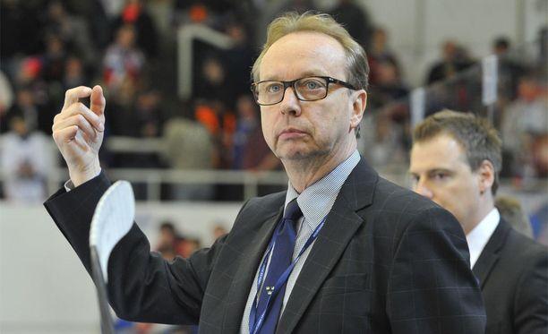 Pär Mårtsilla on ollut vaikeuksia saada joukkuetta kasaan.