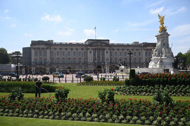 Myös Buckinghamin palatsin puutarha nielee varoja.