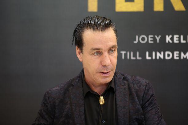 Sairaalahoidossa oleva Till Lindemann potee saksalaismedian mukaan sekä koronaa että keuhkokuumetta.