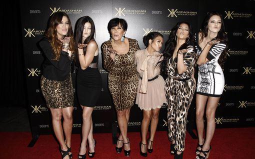 Kardashianit -reality päättyy - Muistatko vielä nämä skandaalit? Avioeroja, seksivideoita, ekstaasia ja raivokohtauksia