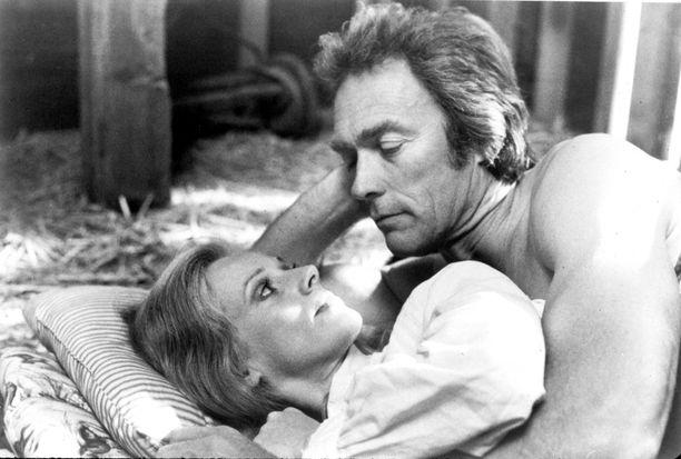 Sondra Locke ja Clint Eastwood näyttelivät yhdessä vuoden 1980 elokuvassa Lällärit lakoon.