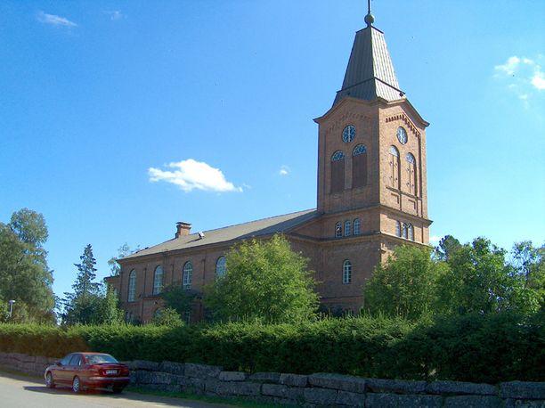 Kalajoen seurakunnan kirkkohera Kari Lauri kertoo, että nuorille ollaan järjestämässä muistotilaisuus ensi viikon alussa.