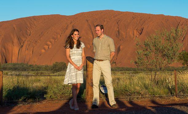 Prinssi William ja hänen puolisinsa Kate tutustuivat Uluruun vuonna 2014.