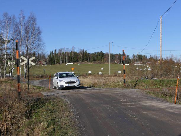Hiljaisissa maaseudun tasoristeyksissä piilee hiljainen vaara. Vartioimattomia tasoristeyksiä on noin 50 pelkästään Hangon-Hyvinkään -radalla.
