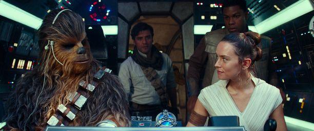 Tähtien sodan kolmannen trilogian sankarit: Vasemmalta katsoen Chewbacca (suomalainen Joonas Suotamo), Poe Dameron (Oscar Isaac), Rey (Daisy Ridley) ja Finn (John Boyega).