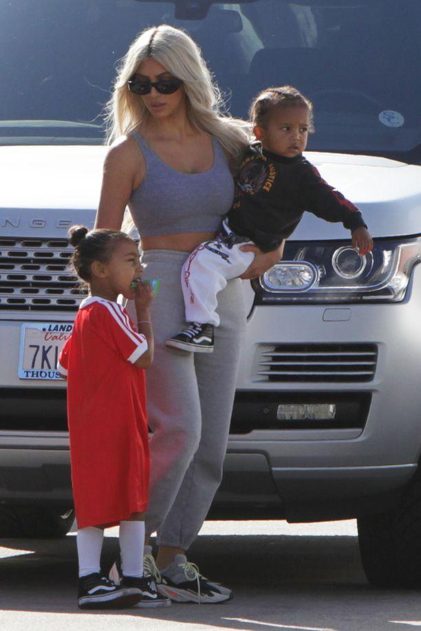 Kim Kardashianilla on tytär North ja poika Saint.