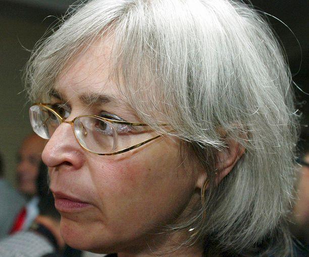 Toimittaja Anna Politkovskaja surmattiin kotiovelleen vuonna 2006.