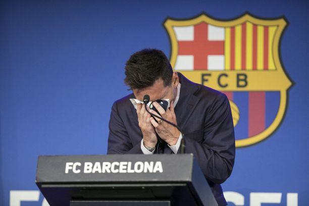 Lionel Messi kyynelehti lähtönsä takia.
