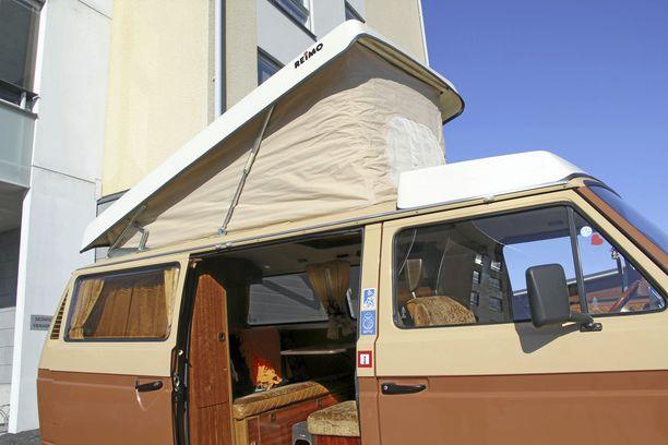 Vaikka teltta on käytössä, lämpö pysyy sisällä kylmälläkin säällä. Autossa on tehokas bensiinikäyttöinen lämmitysjärjestelmä.