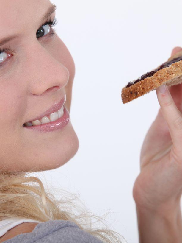 Täysjyväleipä voi olla muutakin kuin hyvin tummaa leipää. Suomalaiset ovat olleet perinteisesti leipäkansaa, mutta täysjyvää ja kuitua emme syö tarpeeksi.