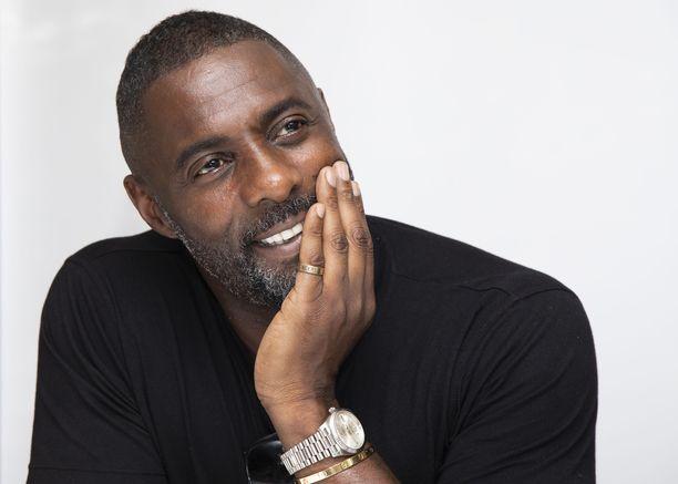 Idris Elbaa on povattu jopa uudeksi James Bondiksi.