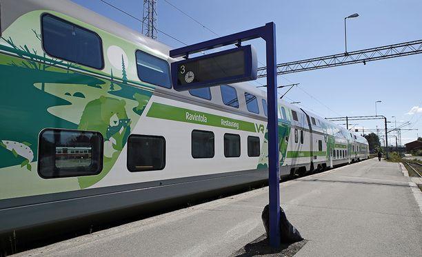 Häiritsevästi käyttäytynyt henkilö poistettiin junasta Viialan kohdalla sunnuntaina. Kuvituskuva.