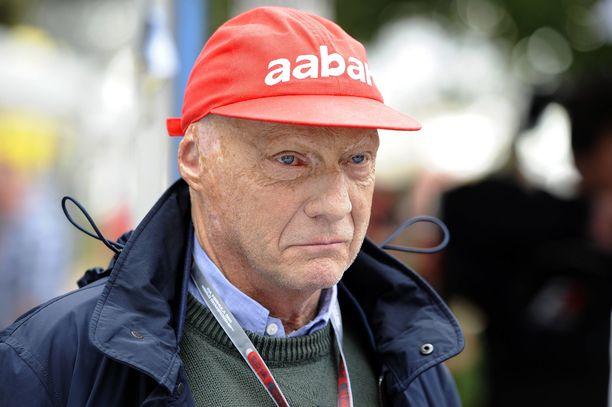 Niki Lauda menehtyi myöhään maanantai-iltana läheistensä läsnä ollessa.