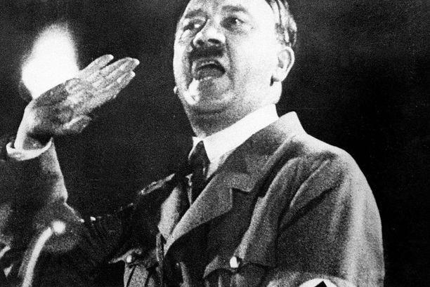 Natsijohtajan itsemurhasta Saksassa ei ole mitään todisteita, väittävät brittitutkijat.