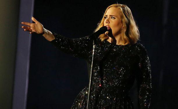 Adele on ollut viisi vuotta yhdessä avopuolisonsa kanssa.