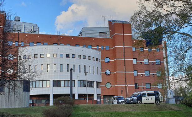 Käräjäoikeus passitti tuomitut vankilaan. Kuvassa Kuopion oikeus- ja poliisitalo.