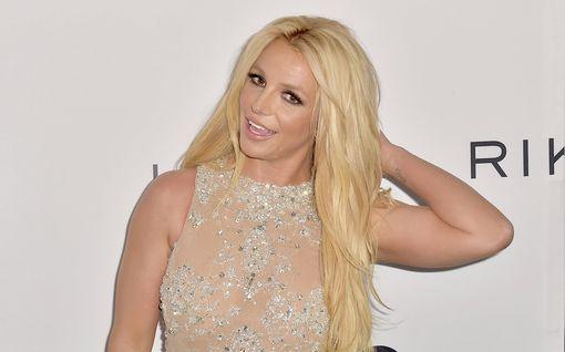 Britney Spears leikkautti hiuksensa – tältä hän näyttää nyt