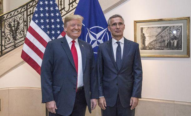Donald Trump ja Jens Stoltenberg keskiviikkona Naton huippukokouksessa.