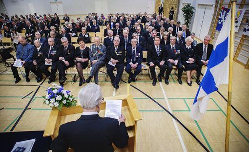 Sotaveteraanien nuorimmatkin ikäluokat täyttävät seuraavan kymmenen vuoden sisällä 100 vuotta. Sotaveteraanit saivat presidentin myöntämän Suomen valkoisen ruusun ritarikunnan ensimmäisen luokan mitalin Porissa veteraanipäivän pääjuhlassa vuonna 2015.
