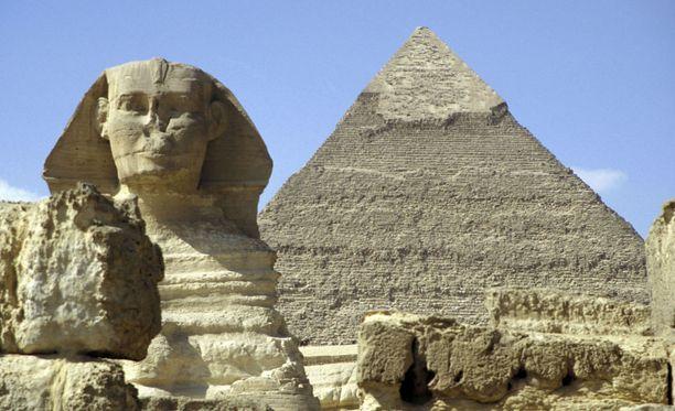 Gizan sfinksi on peräsin 2500-luvulta ennen ajanlaskun alkua, ja sen uskotaan kunnioittavan faarao Khafrea.