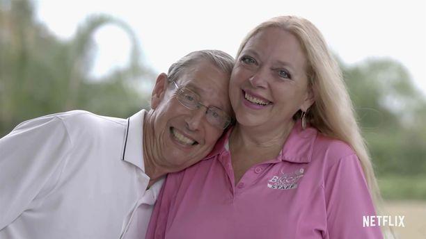 Kuvassa Carole Baskin nykyisen miehensä kanssa.