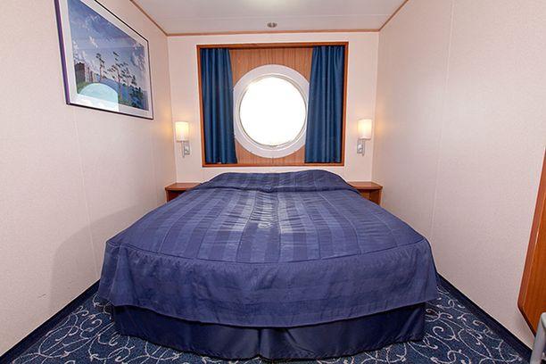 Tallink Siljan Galaxyn premium -hytissä on tilava vuode.
