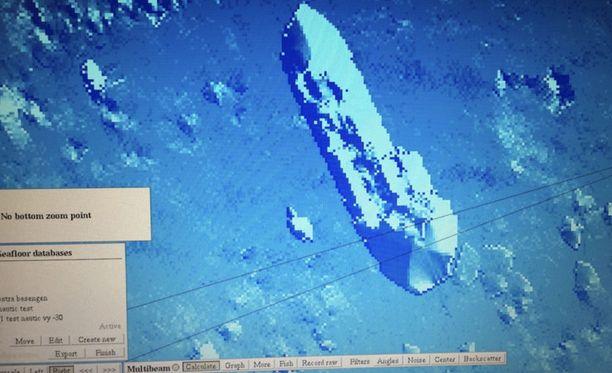 Epäilty sukellusvene havaittiin 29. kesäkuuta kello 11 aikoihin, kun Gävlen satamassa tehtiin ruoppaustöitä.