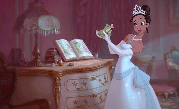 Nuori nainen toivoo Disneyn rikkovan rajoja ja kasvattavan prinsessojensa kuvia.