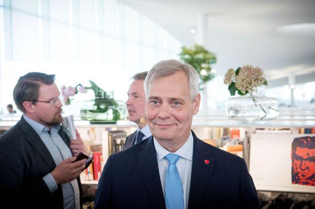 Pääministeri Antti Rinne (sd) myöntää, että Postin toiminta yllätti hallituksen.