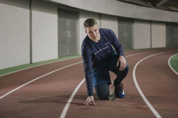 Samuel Purola, 17, on juossut kovempaa kuin kukaan toinen suomalainen hänen iässään. Maailman tasollakin vastaaviin aikoihin ovat kyenneet vain harvat.