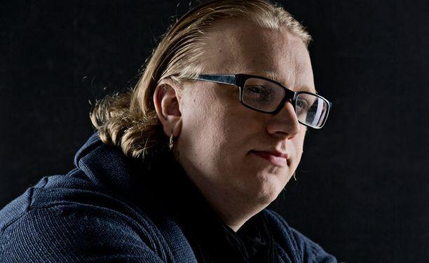 Arttu Wiskari päätyi rautakaupan kautta laulajaksi.