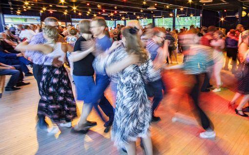 IL-selvitys: Kesälavat kiinni ja tanssileiritkin peruttu – nyt tanssitaan salatansseissa