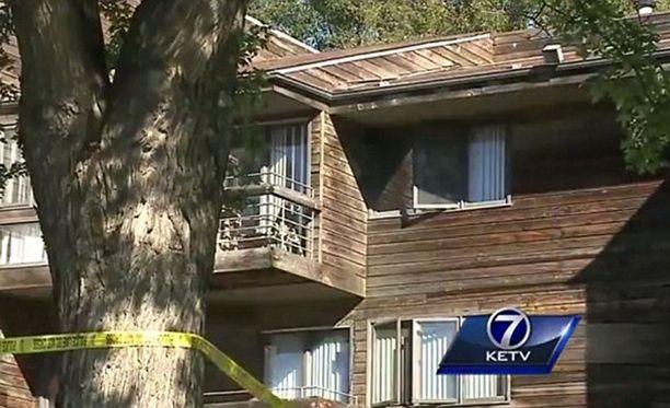 Vastasyntynyt tyttö heitettiin tämän talon toisen kerroksen ikkunasta alas.