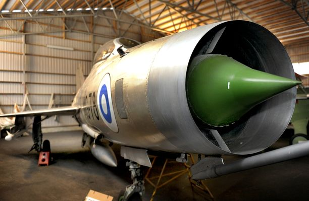 MiG-21 F-13 Karhulan ilmailukerhon lentomuseossa.