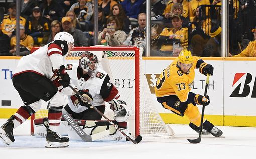 """Ruotsin NHL-tähti heitti huulta onnekkaasta maalistaan – masennukseen sairastunut maalivahti avautui: """"Minun pitäisi pystyä lukemaan lehteä ilman, että nimeni nousee esiin"""""""