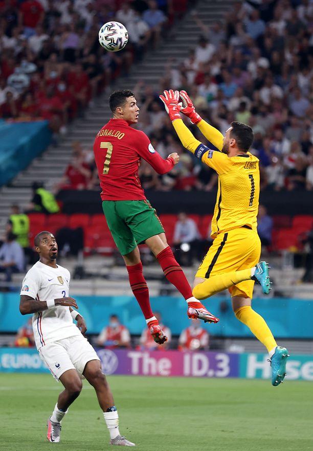 Cristiano Ronaldo onnistui pilkulta ja vei Portugalin johtoon.