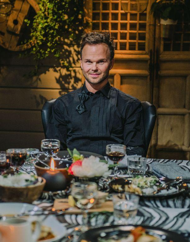 Ylönen kertoo tehneensä valmiiksi jo toisen soololevyn, mutta se jäi julkaisematta The Rasmuksen uusimman levyn myötä.