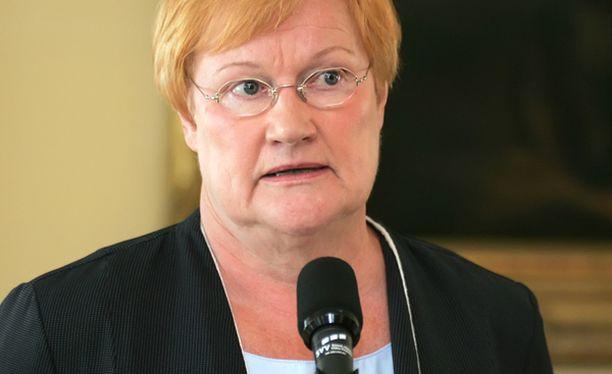 Halonen kertoi tiedotustilaisuudessa, että Holmlund tiesi hänen kannastaan jo kaksi kuukautta sitten.