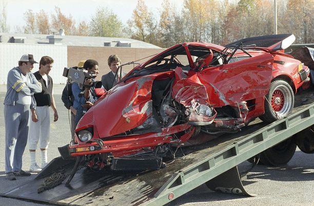 Pelle Lindbergh törmäsi kohtalokkain seurauksin kiviaitaan Porsche 930 Turbollaan 10. marraskuuta 1985.