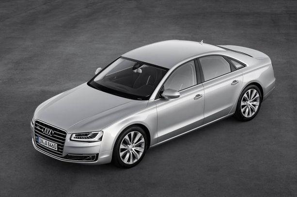 Mentula luopui kuvan auton kaltaisesta öky-Audista. Mentulan auto oli väriltään tumma.