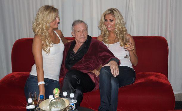 Videolle on tallennettu juhlatunnelmia Playboy-kartanossa vuo Playboy-malli löydettiin kuolleena ystävänsä kylpyammeesta.