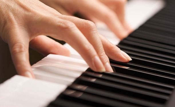 Seksuaalirikoksista epäilty nainen työskenteli vantaalaiskoulussa musiikinopettaja.