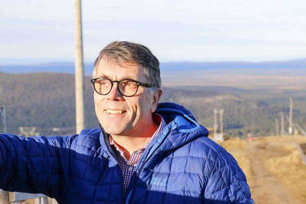 Syytteen saanut Jouni Palosaari johtaa menestyksekkäästi Levin hissiyhtiötä.